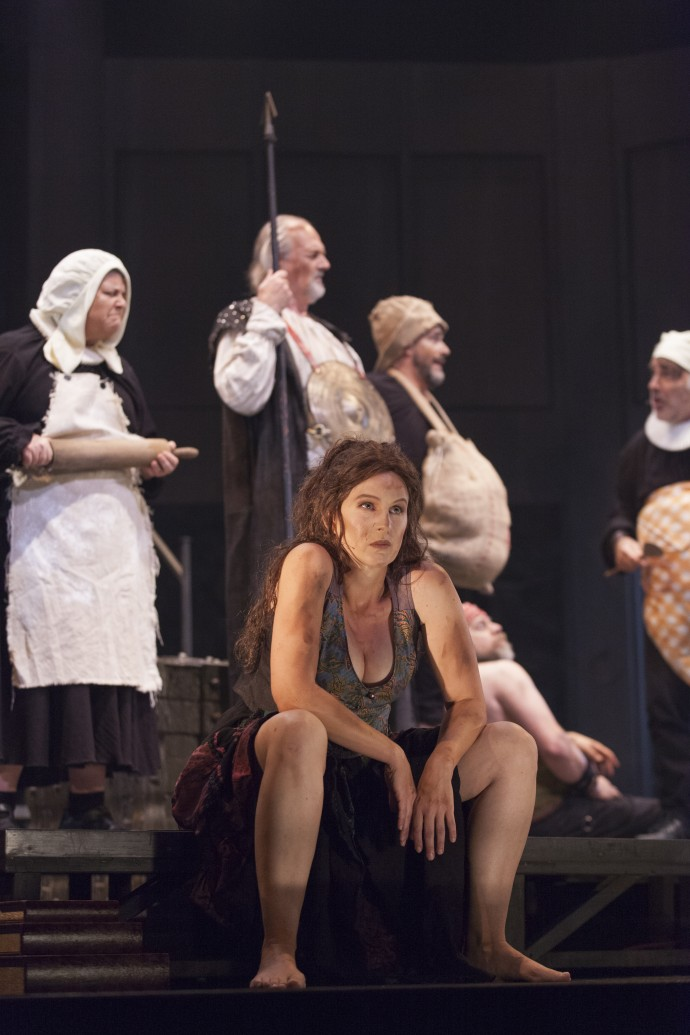 Eveline Gélinas dans le rôle de Ducilnea